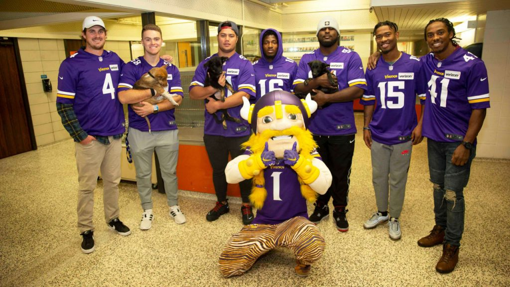 Vikings in the Community: Supporting Animal Humane...