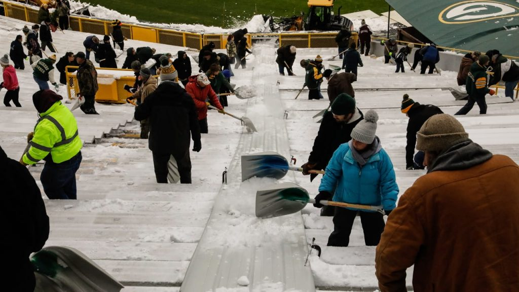 350 helpers needed at Lambeau Field Sunday morning