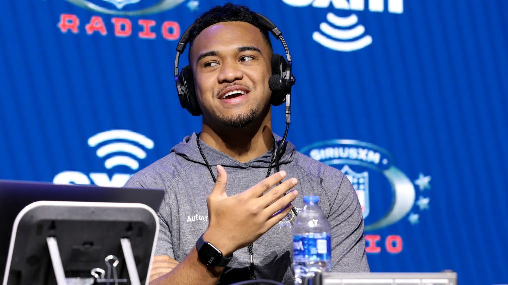 Tua Tagovailoa has two different-sized hands